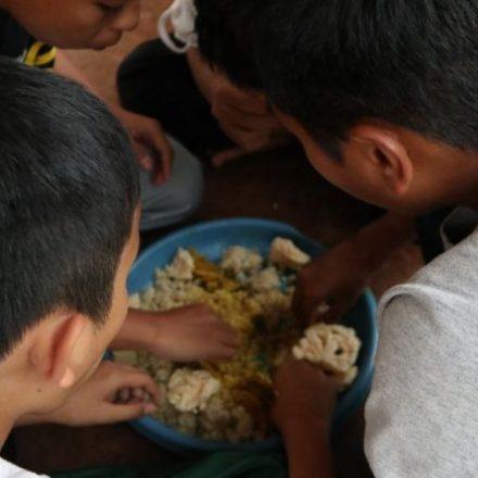 Hidangan Kebuli Untuk Santri Pesantren Pondok Quran Boarding School